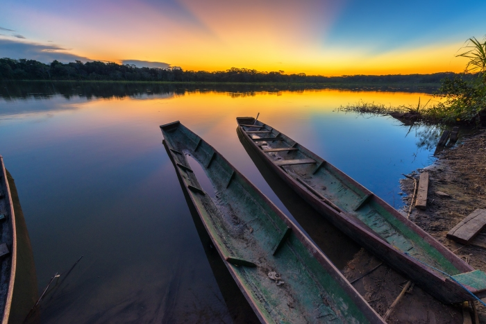 serere_canoes_and_lake_sunset1