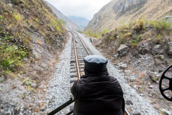alausi_train_guy_and_tracks1